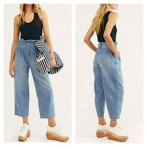 Free People / Pleated High Waist Cropped Mom Jeans
